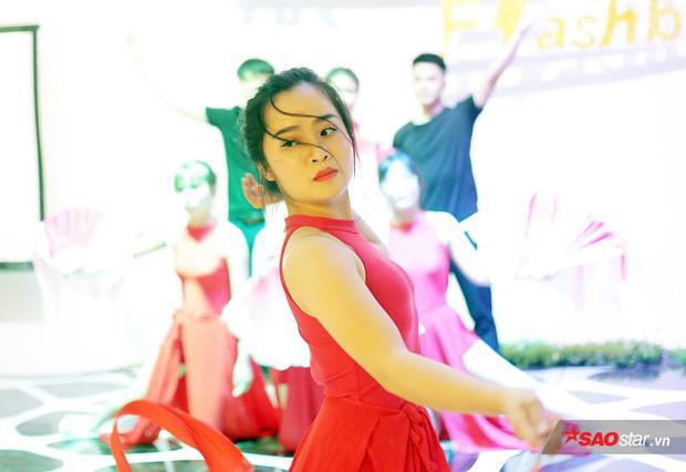 Nguyễn Thu Hường có nét đẹp hoài cổ, kiêu sa