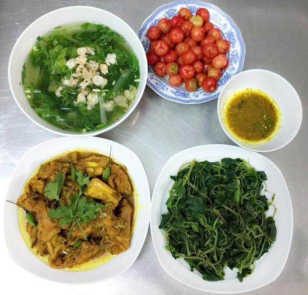Vì chăm chút từng món ăn nên mỗi bữa chế biến như vậy chỉ sẽ mất khoảng 1 - 1 tiếng rưỡi.