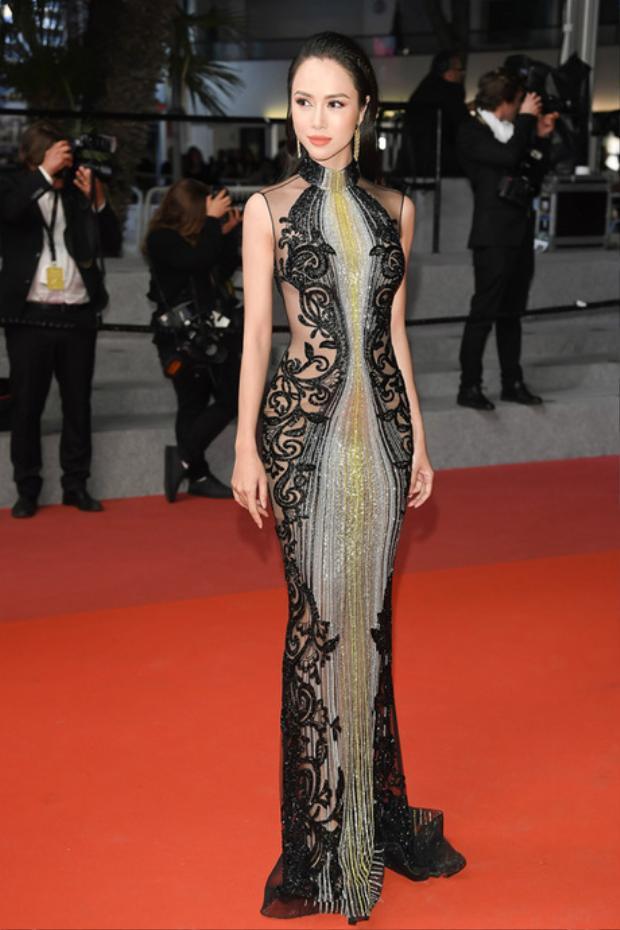Tuy dính phải scandal về việc nói sai tên thương hiệu, nhưng phải công nhận, thiết kế quyến rũ này là một trong những bộ cánh đẹp mà nữ diễn viên đã cất công chuẩn bị để đem đến Cannes.