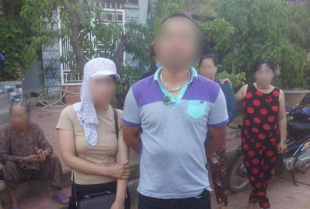 Cặp nam - nữ bị người dân nghi ngờ bắt cóc bé gái 4 tuổi. Ảnh: Thời Đại.