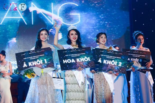Thí sinh Huỳnh Phạm Thủy Tiên xuất sắc đăng quang Hoa khôi FTUCharm 2018.