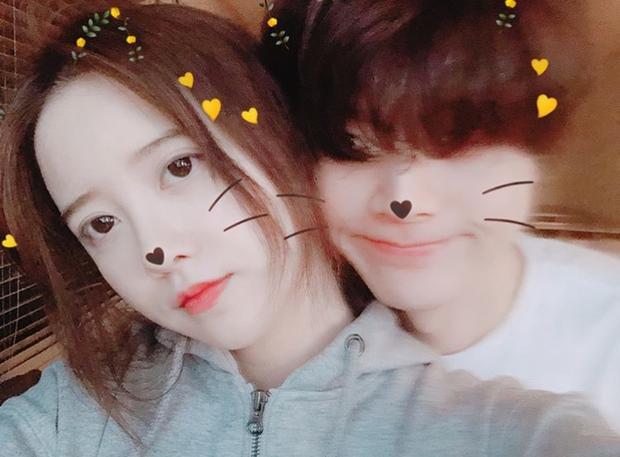 Kỷ niệm 2 năm ngày cưới, nàng cỏ Goo Hye Sun lần đầu khoe loạt ảnh selfie cùng chồng trẻ