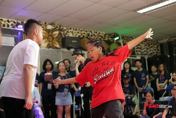 Phương Nhi không hề nao núng khi đối mặt với Đại Nghĩa - một dancer nhí có rất nhiều thành tích đáng nể