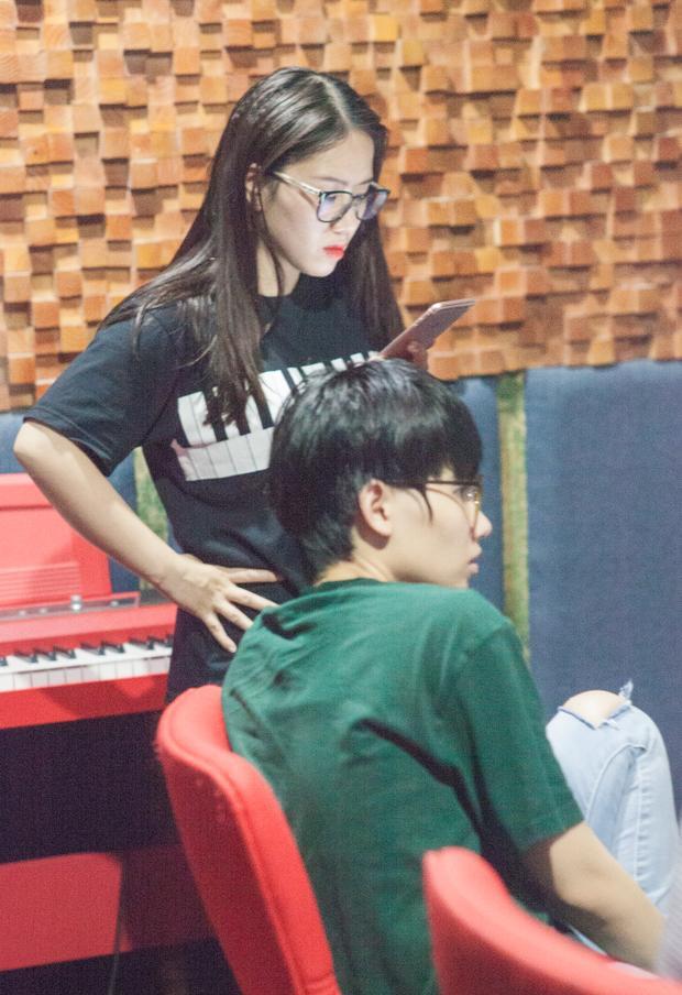 Việc bộ đôi nhạc sĩ - ca sĩ cực hot này hợp tác khiến nhiều người không khỏi thích thú và chờ đón bởi trong khi Tiên Cookie là một nhạc sĩ sở hữu vô số bài hit thì Thùy Chi lại nổi tiếng bởi giọng ca đặc trưng đầy cảm xúc.