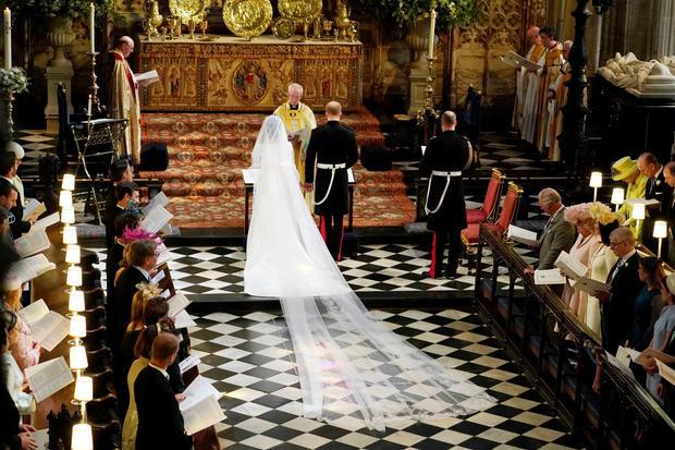 Cô dâu Meghan và chú rể Harry làm lễ tại nhà nguyện St George trong lâu đài Windsor. Ảnh: Reuters