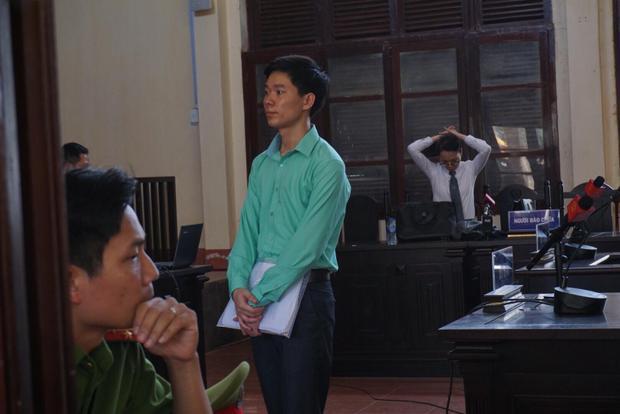 Bác sĩ Hoàng Công Lương trong phiên xét xử ngày 21/5.