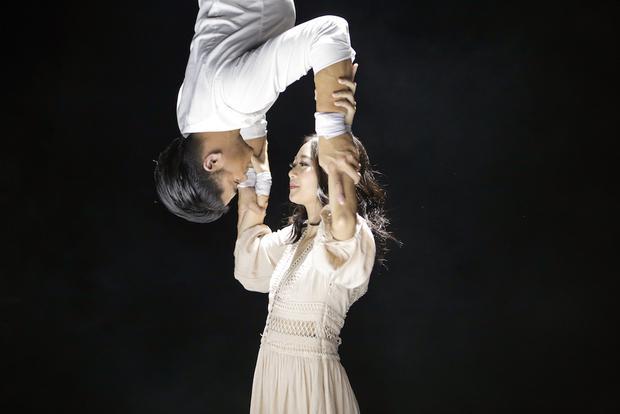 Trong MV này, ngoài âm nhạc, phần vũ đạo kể cả những cảnh quay trên không đều do chính Trọng Hiếu đóng không cần cascadeur (diễn viên đóng thế).