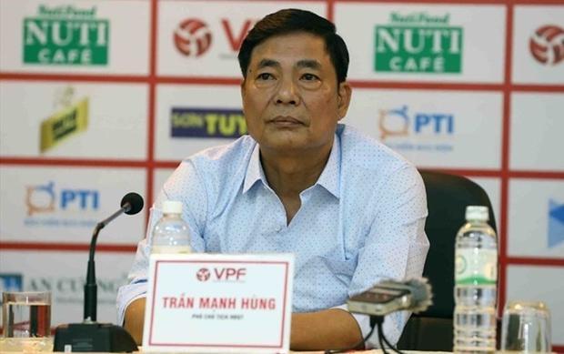 Ông Trần Mạnh Hùng mắng phó ban trọng tài VFF ở cuộc họp ngày 15/5.