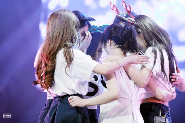 Như đã nói, T-ara có tái hợp hay không vẫn còn ở thì tương lai nhưng có một điều chắc chắn, 6 cô gái ai cũng hết mực yêu quý và trân trọng cái tên T-ara. Mong rằng may mắn sẽ giúp nhóm chiến thắng MBK trong vụ tranh chấp thương hiệu và sau đó, tin vui sẽ tới với các fan đã chờ đợi suốt thời gian qua.