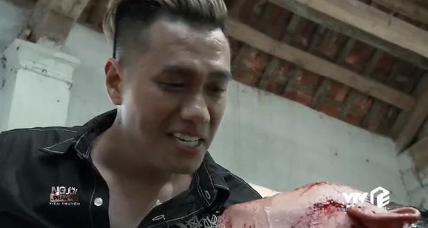 Ông trùm bị chĩa súng uy hiếp ngay tại phòng phán xử trong tập 1 Người phán xử tiền truyện!