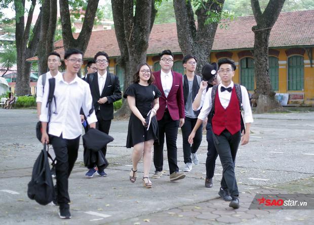 Các teen Chu Văn An chuẩn bị phục trang xinh đẹp, trưởng thành để tham dự buổi lễ tri ân.