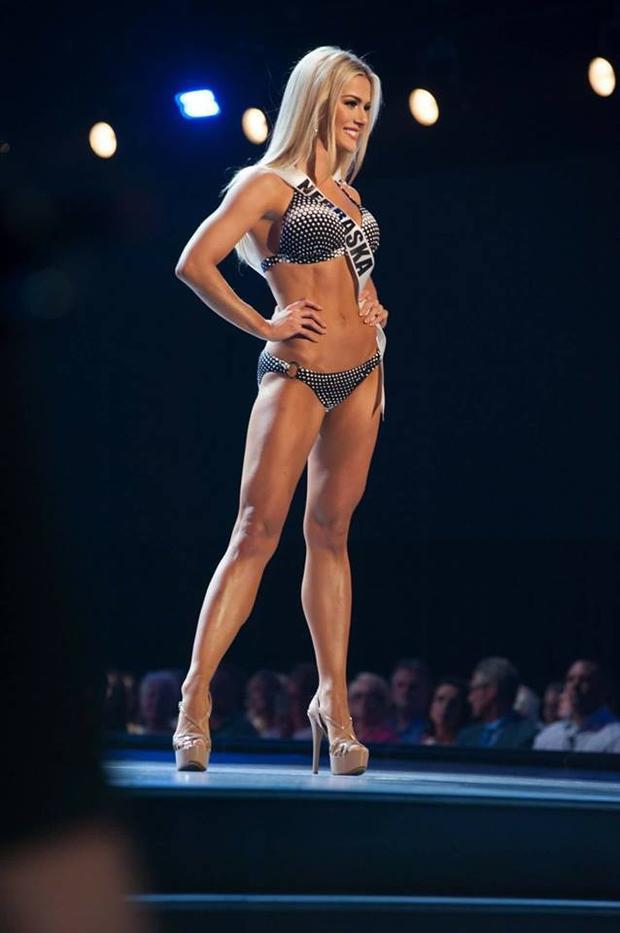 Sarah Rose là người từng chiến thắng Miss Nebraska Teen USA 2012.