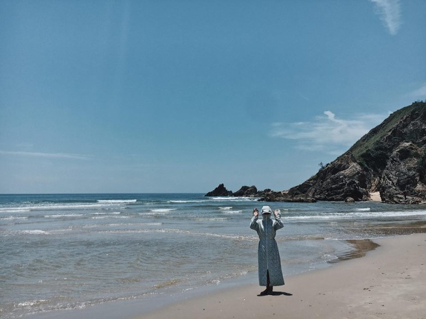 Đến biển cũng không hề hà gì! Ảnh: Nguyễn Vân.