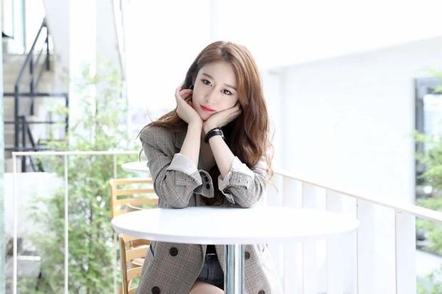 Gần đây nhất là Jiyeon đầu quân về Longzhen - nơi có thể hỗ trợ cô tất cả các hoạt động nghệ thuận như ca hát, diễn xuất, người mẫu, quảng cáo… tại Hàn Quốc lẫn Trung Quốc.