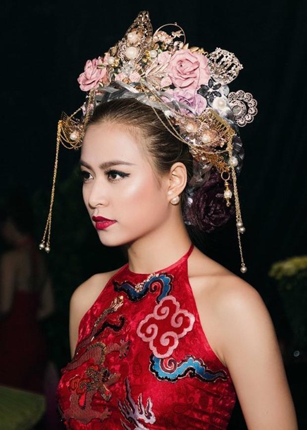 Sau khi phát hành MV, Hoàng Thuỳ Linh cũng nhiều lần mang tạo hình cổ trang lên sân khấu biểu diễn và gây ấn tượng mạnh mẽ tới khán giả.