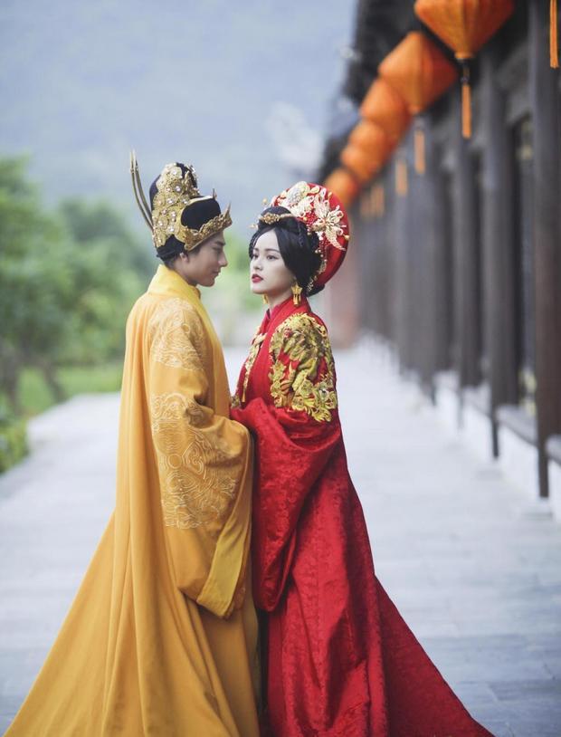 Isaac và Hạ Vi trông cực đẹp đôi, quyền quý khi hoá thân thành quốc vương và quốc mẫu thời cổ đại.