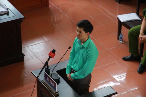 Bị caó Hoàng Công Lương trả lời chất vấn tại tòa.