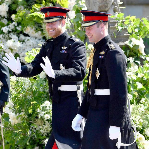 Hoàng tử William và Hoàng tử Harry trong đám cưới.