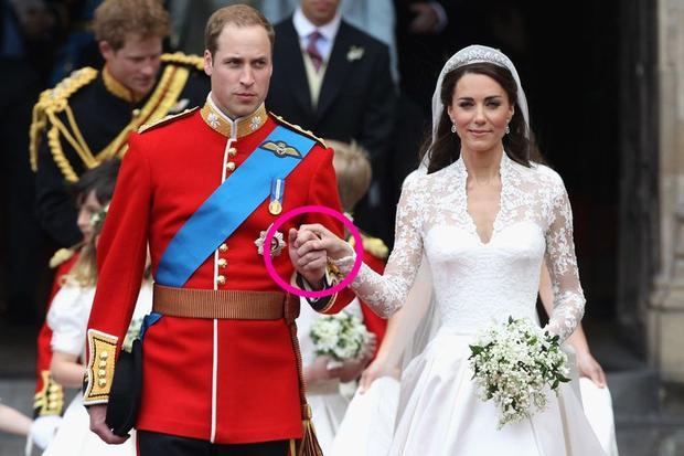Cái nắm tay của Hoàng tử William và Công nương Kate trong ngày cưới. Ảnh: Getty