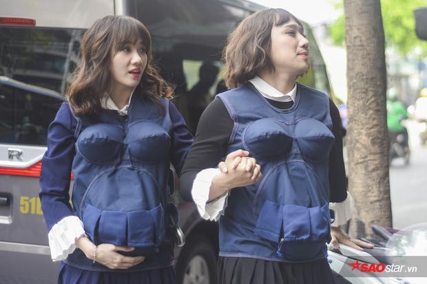 Đây mới là hình ảnh chị em sinh đôi thứ thiệt! Bạn nghĩ sao về tạo hình của Trấn Thành và Hari?