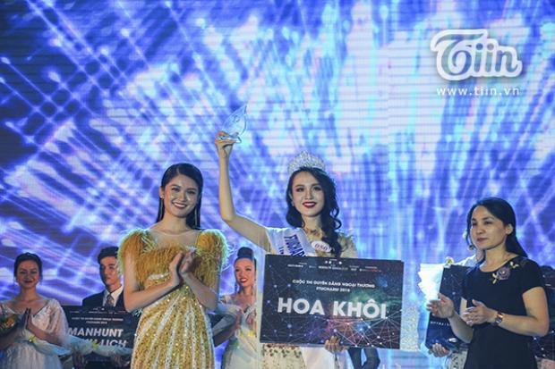 Xinh đẹp, duyên dáng cùng tài ứng xử thông minh, Thủy Tiên đã xuất sắc giành danh hiệu cao nhất của cuộc thi.