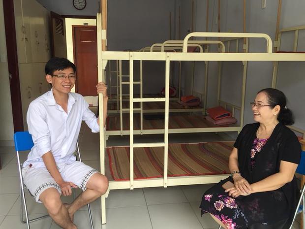 Với cô Huệ, các cô cậu sinh viên ở KTX cũng như những người con của mình, vì thế, cô luôn trăn trở làm thế nào để giúp đỡ các em yên tâm học hành.