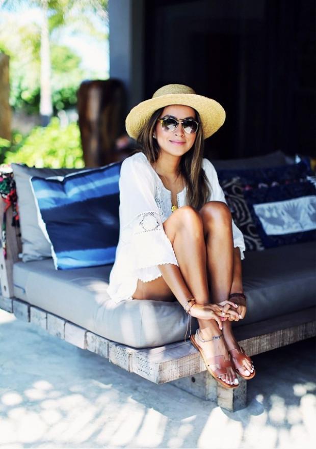 """Trong hè 2018, kiểu dáng slip-on thoải mái của mẫu Oran """"phủ sóng"""" khắp nơi và xuất hiện trong mọi tủ đồ của các blogger thời trang trên thế giới cũng như nhiều cô nàng sành điệu."""