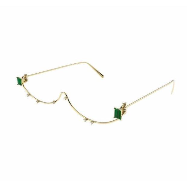Đeo kính mà như không, chiếc kính vô dụng này đang được lòng cả Chi Pu lẫn Bích Phương