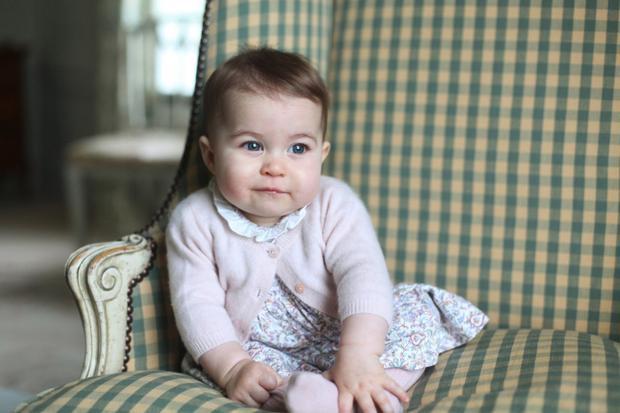 Hình ảnh đáng yêu của Công chúa Charlotte khi 6 tháng tuổi. Ảnh: AP