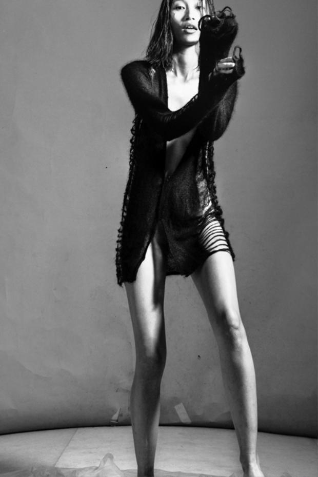 Sau cùng, khi nhận ra mình không thể ép cân thành người mẫu size 0, Trang Khiếu rời khỏi New York để tìm ra cách tồn tại với cơ thể vốn có.