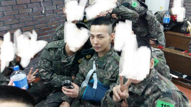 G-Dragon khiến fan lo lắng khi bị chấn thương.