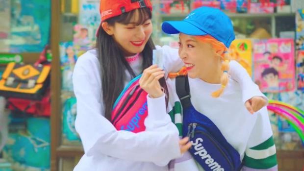 Bộ đôi girlcrush trong mơ Moonbyul (Mamamoo) và Seulgi (Red Velvet) cùng phá đảo thế giới với MV mới