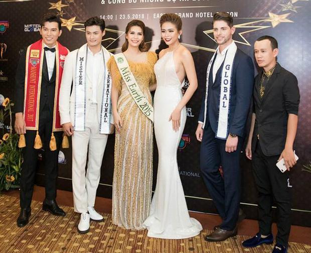 Mâu Thủy đọ sắc cùng cựu Hoa hậu Trái đất người Philippines.