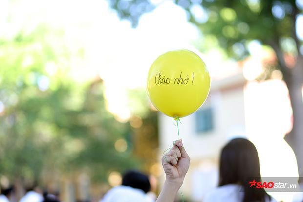 Giọt nước mắt ngày chia tay tuổi học trò: Khóc cho lần cuối bên nhau rồi ngày mai mạnh mẽ đi trên con đường mới