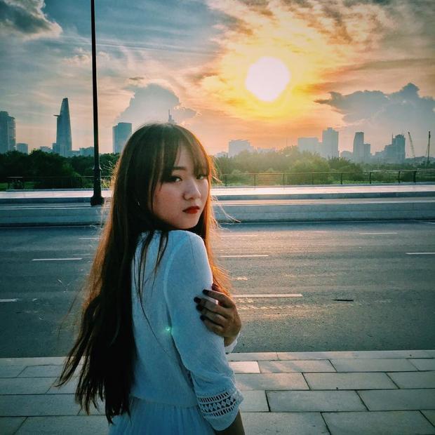 """Hạnh Đoan còn hài hước kể rằng, khi tham gia MV này, cô thấy mình """"nói nhiều hơn bình thường"""" dù trước đó thường bị nhiều người nhận xét là lạnh lùng, khó gần."""