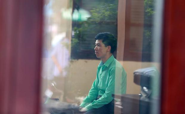 Bị cáo Hoàng Công Lương có mặt tại phiên toà. Ảnh chụp chiều 23/5.