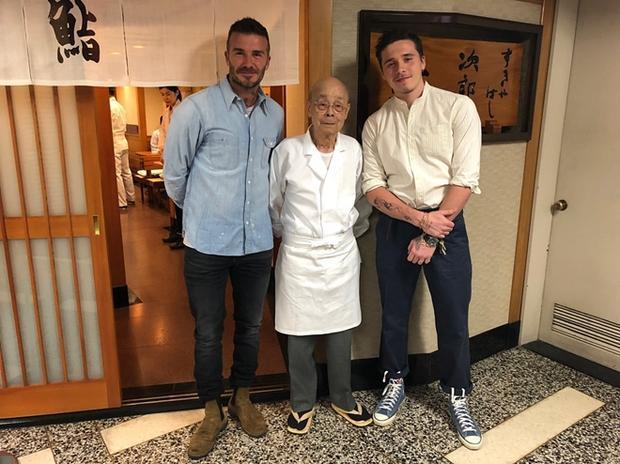 Bố con David Beckham khoe ảnh bụi bặm nhưng siêu yêu khi đi du lịch ở Nhật Bản