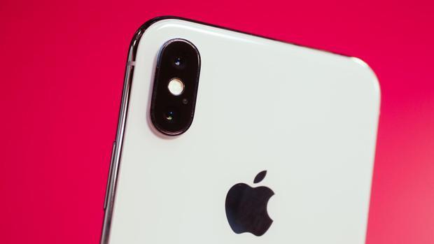 Theo Apple, chất liệu sapphire giúp người dùng có cụm camera với độ cứng và độ trong tối đa.