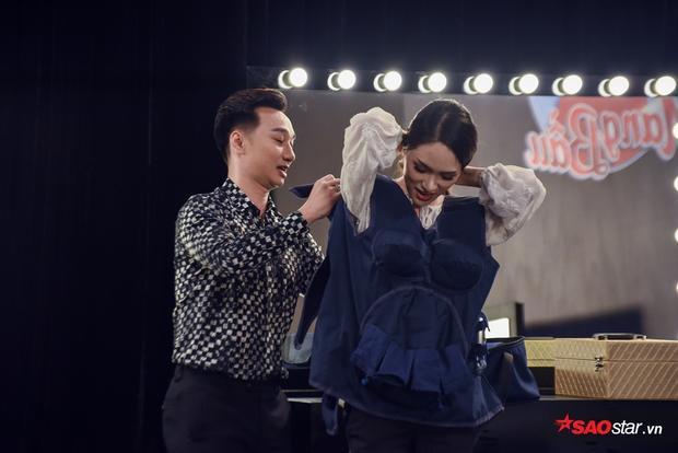 Trong khi đó, Hương Giang cũng có khoảng thời gian hạnh phúc với khoảnh khắc được làm mẹ.