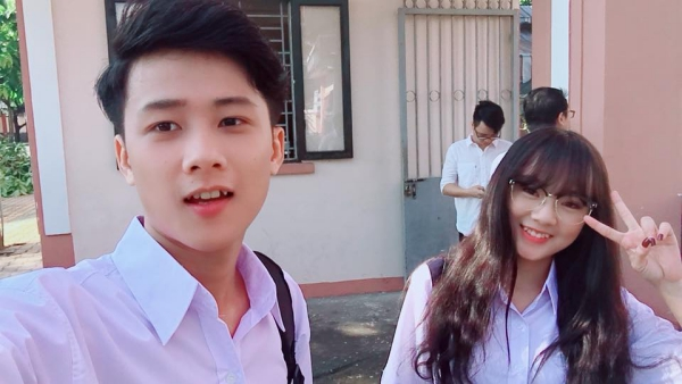 Được biết cậu bạn thư sinh này là Trần Tuấn Anh - sinh viên chuyên ngành Quản trị doanh nghiệp - Marketing và Sales của Cao đẳng thực hành FPT Polytechnic.