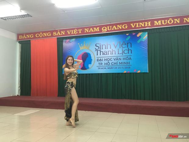 Màn múa bụng vô cùng sexy của thí sinh Bảo Phương khiến khán phòng hò hét cổ vũ nhiệt liệt.