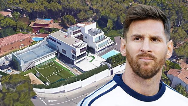 Không như nhiều ngôi sao nổi tiếng khác chọn cách sống biệt lập, Messi sống trong khu biệt thự trên 1 con phố bình thường.