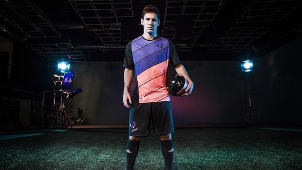 Thanh thoát trên sân cỏ là thế nhưng mỗi khi bước vào studio chụp hình, Messi lại như 1 gã hề lóng ngóng và vụng về.