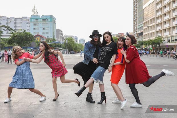 Biệt đội mang bầu tung hoành phố đi bộ Nguyễn Huệ.