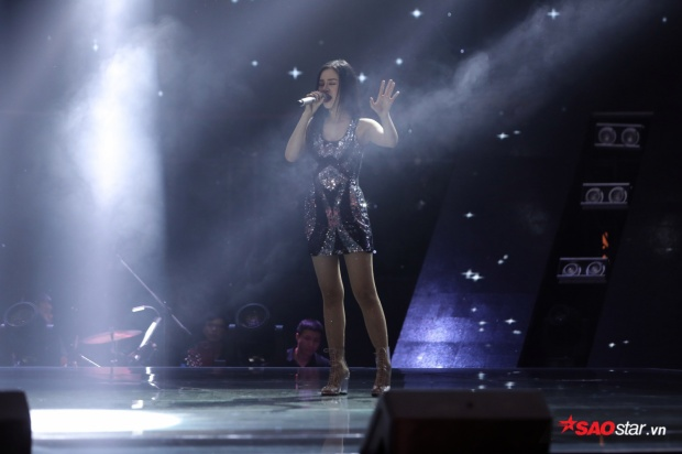 Đào Bình Nhi xuất hiện tại vòng Giấu mặt với ngoại hình bắt mắt và giọng hát khủng.