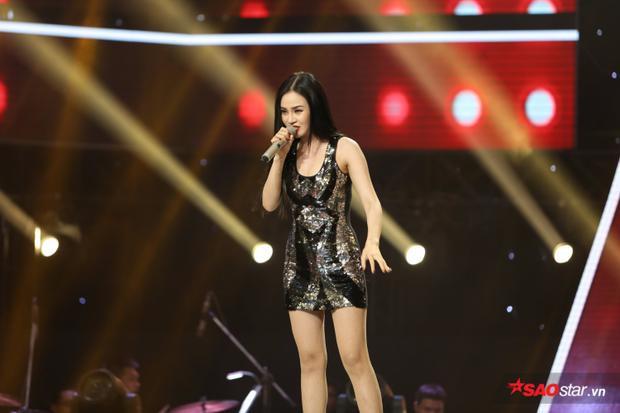 Đào Bình Nhi thể hiện giọng hát nội lực và thần thái tự tin trên sân khấu.