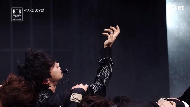 Sân khấu quá vi diệu của BTS tại Hàn khiến fan thốt lên: BBMAs nhìn đây mà học tập!