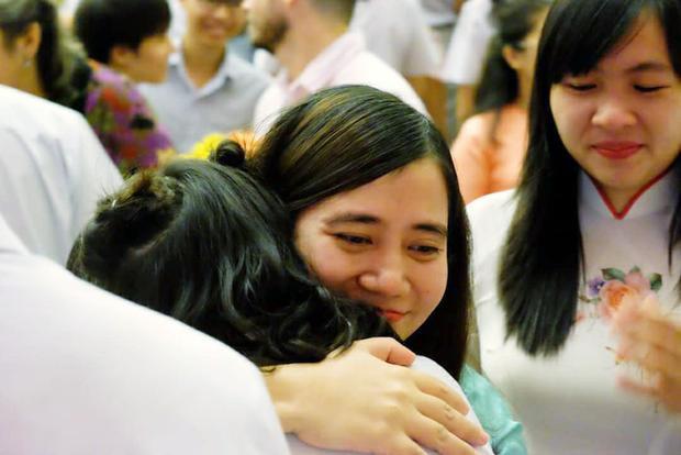 Cô Ngọc trong Lễ tri ân tại Trường THPT Đinh Thiện Lý - Ảnh: NVCC.