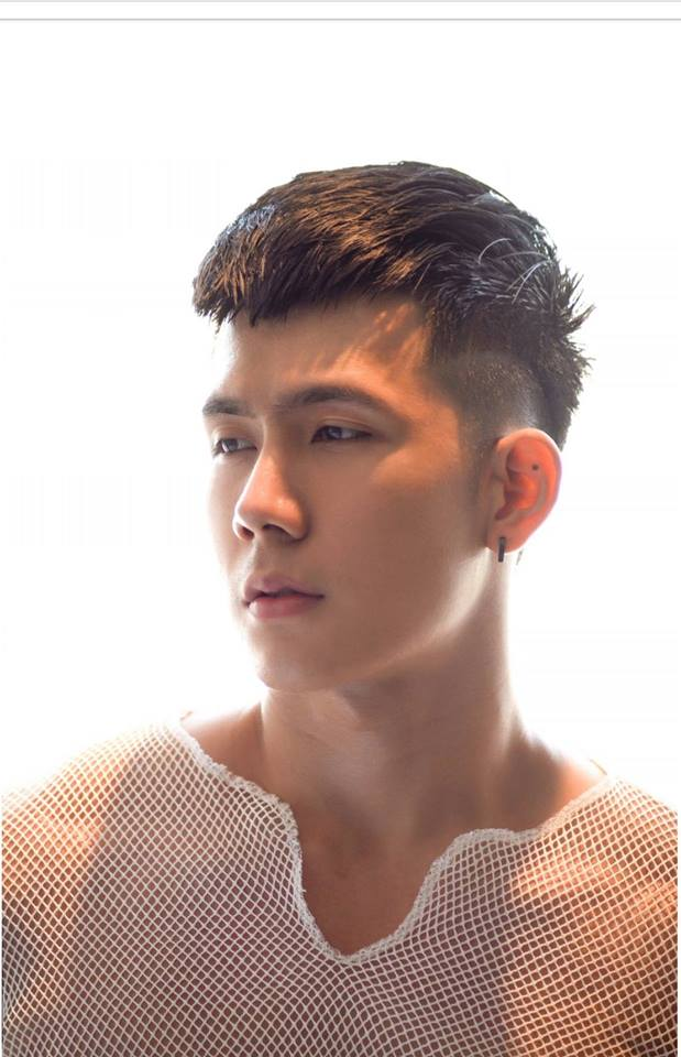 """Với gương mặt điển trai cùng thân hình chuẩn, Xuân Hùng đang là một đối thủ được đánh giá là khá """"đáng gờm"""" trong cuộc thi """"Siêu mẫu Việt Nam 2018""""."""