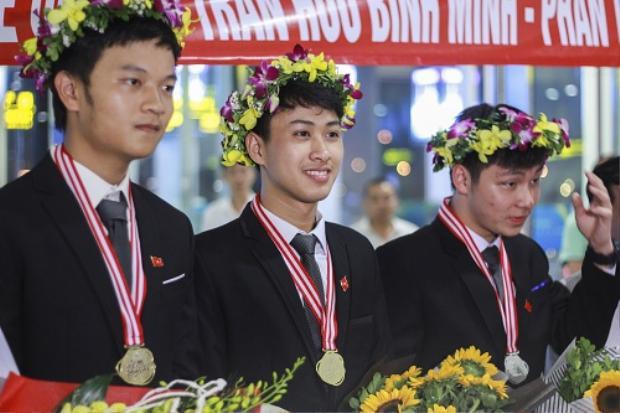 Nguyễn Thế Quỳnh (giữa) giành huy chương vàng Olympic Vật lý hai năm liên tiếp. Ảnh:Dương Tâm